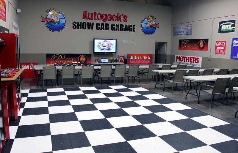 Race deck type flooring for Garage ad nimes