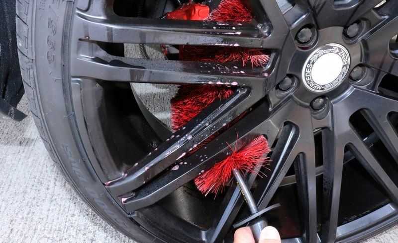 The Speed Master Wheel Brush can easily reach hidden areas.