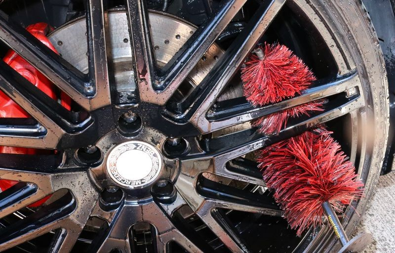 The Speed Master Wheel Brush bends to allow cleaning of the back of wheel spokes.