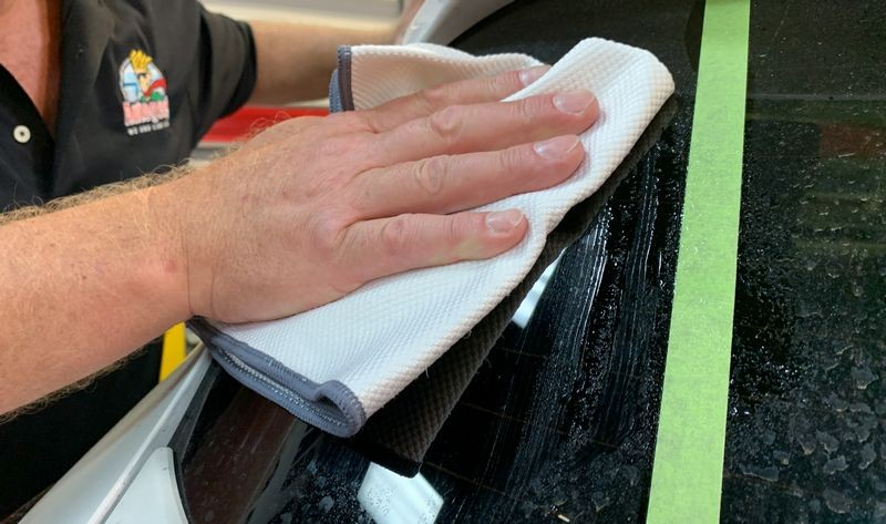 Use the Speed Master Glass Towel to remove surface contamination.