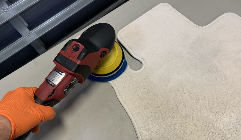 Using the FLEX PE14 and 303 Multi-Surface Cleaner to clean carpets.